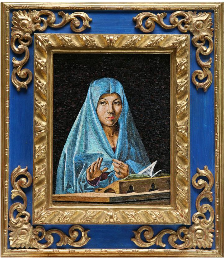 Mosaico in vetro smalto tagliato con cornice in legno intagliata a mano e dorata a foglia d'oro
